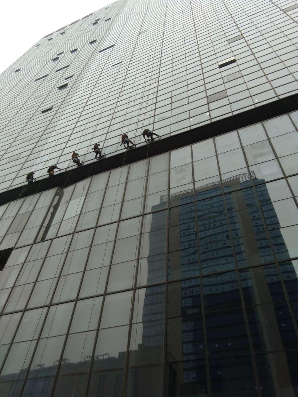 郑州利国际中心外墙清洗-思康保洁公司